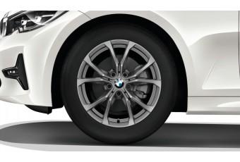 Колесо R17 з зимовою шиною 225/50, литиий диск BMW, V-подібні спиці